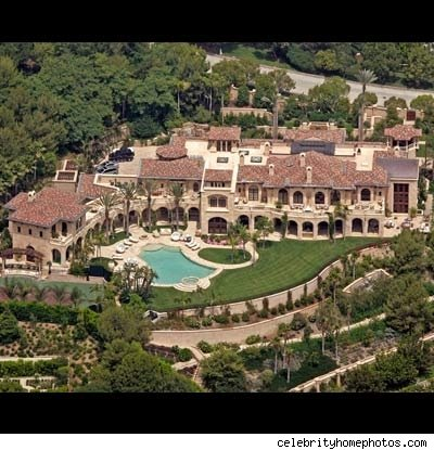 A look at some celebrity homes homes of the rich for Rich homes in california