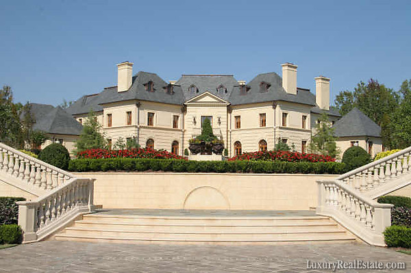 Le reve georgia 39 s finest mega mansion celebrity houses for Mega homes for sale