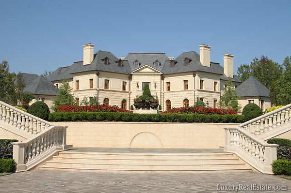 Le reve georgia 39 s finest mega mansion celebrity houses for Mega homes for sale