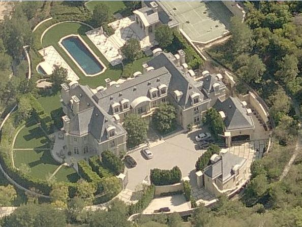 Avi arad s beverly park french mega mansion homes of the for 25 ladue terrace