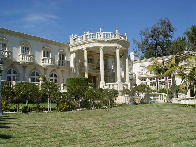 Zimbabwe president robert mugabe s outrageous palace for Home designs com