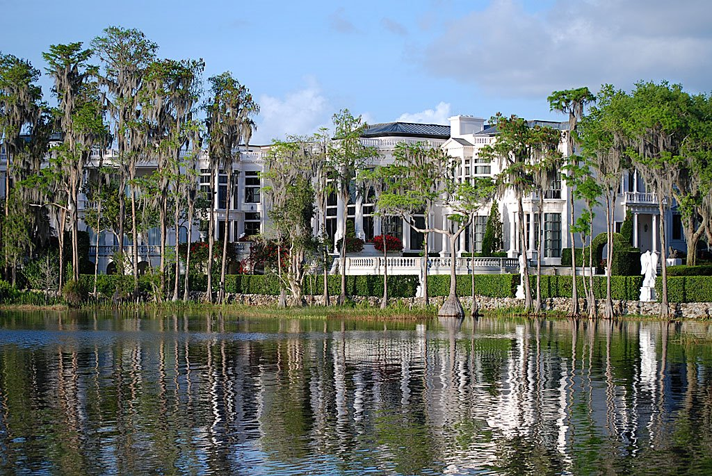 A look at florida mega mansions 2 homes of the rich for Mega mansions in florida