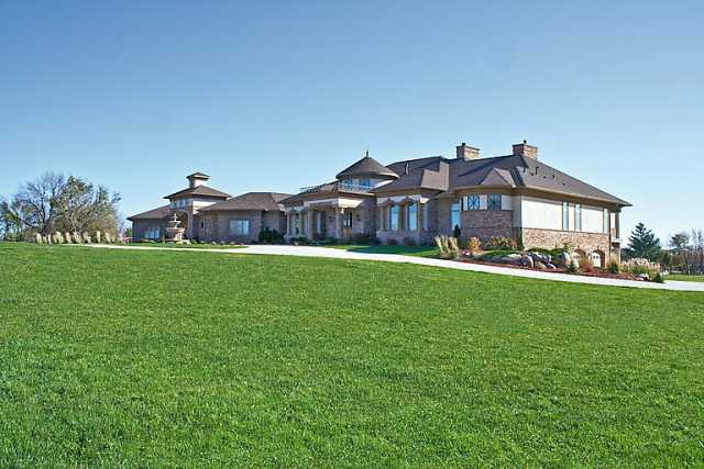 Homes of the rich a journey into the world of expensive for Home builders in iowa