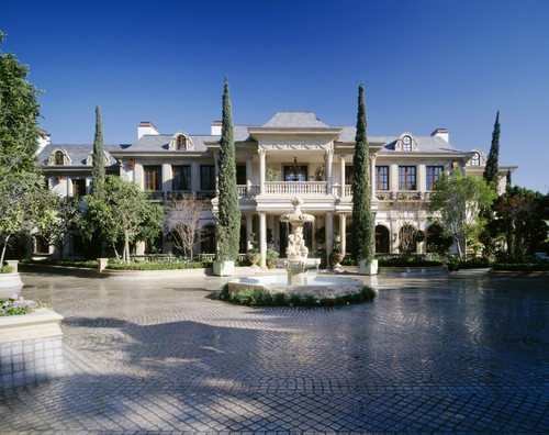 Mohamed hadid s gargantuan bel air super mansion homes for Rich homes in california