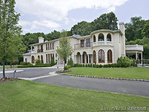 A look at new york mansions for sale homes of the rich for Nyc mansions for sale